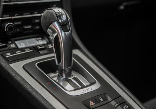 2015-porsche-911-gt3-interior-gear-stalk